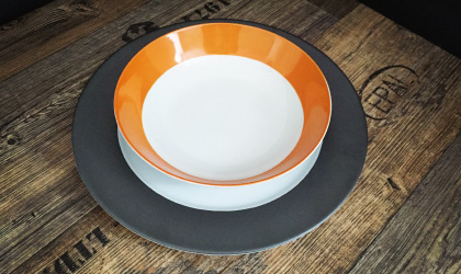 assiette colorée orange en porcelaine